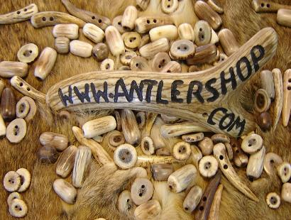 Charmant Antler Buttons , Beads, And Lost Of Other Rustic Cabin Furnishings